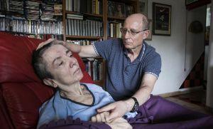 Filmó cómo ayudó a morir a su esposa enferma y viralizó el video