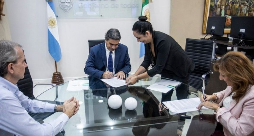 Capitanich firmó convenios para garantizar la detección de casos de coronavirus en la provincia