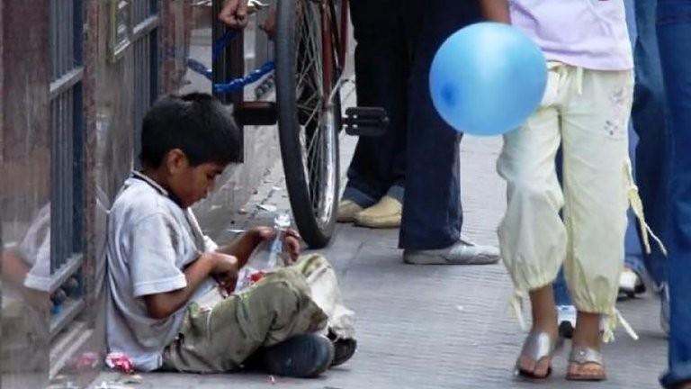 Pobreza infantil: el Gobierno ejecutó solamente el 40% del presupuesto para 2020 de vacunación para niños
