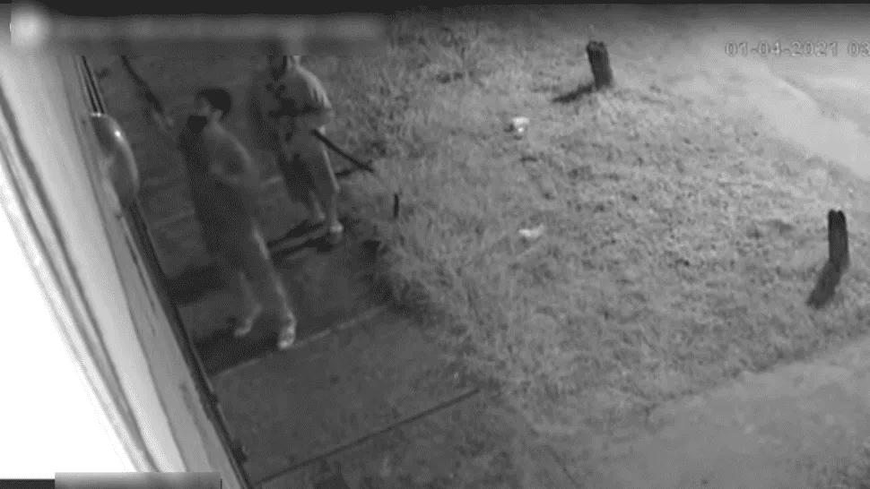 Ladrones quisieron robar un aire acondicionado y les explotó en la cara