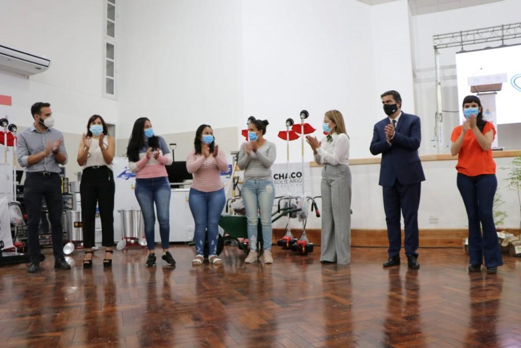114° aniversario de barranqueras: Capitanich inauguró un nuevo edificio escolar, entregó herramientas de trabajo y títulos de viviendas