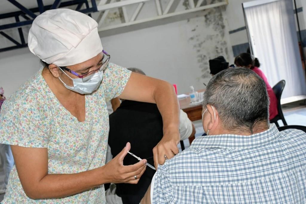 Covid-19: otorgan 2000 turnos de vacunación para personas con síndrome de down, trasplantes y hemodializados