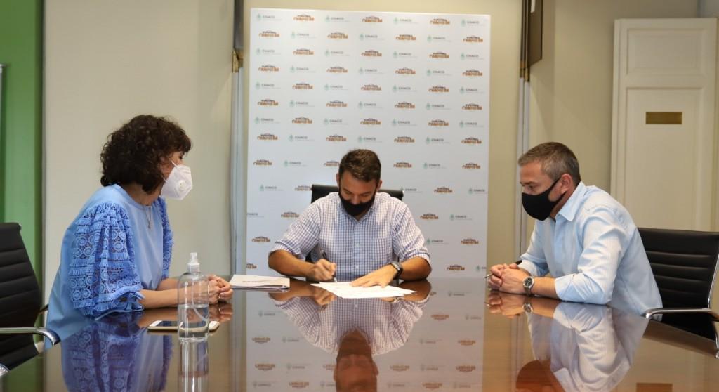 Lotería Chaqueña financiará obras deportivas en Napenay y Las Palmas
