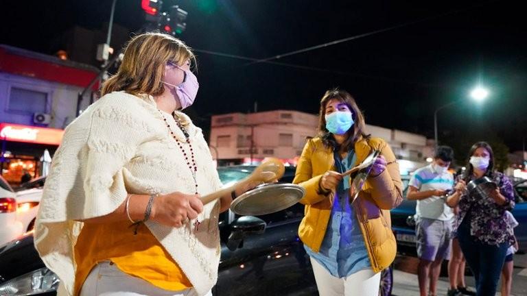 Cacelerolazo y protesta en Olivos tras el toque de queda y las restricciones anunciadas por Alberto Fernández