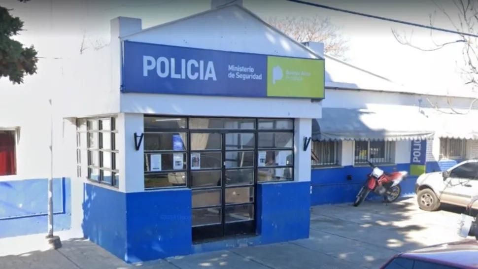 Siete falsos policías desvalijaron a los habitantes de una vivienda
