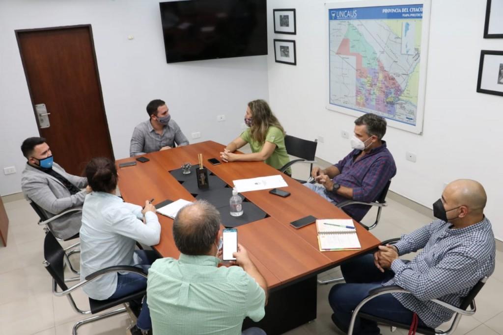 El gobierno avanza en la regularización y cesión de tierras para la UNCAUS