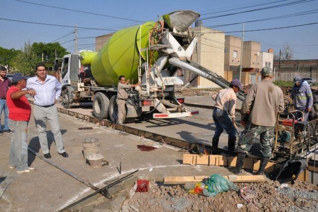 Pavimento: el municipio pone en marcha otros dos frentes de obras con financiamiento compartido con vecinos