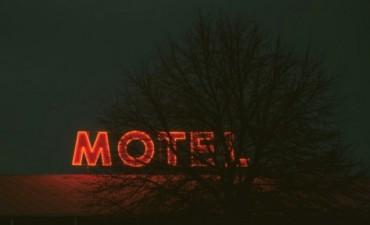 Muerte y Misterio en un motel de Resistencia