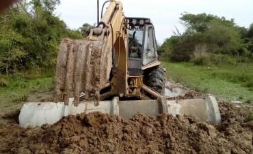 Lluvias: el Municipio ejecuta trabajos para mejorar canales de desagüe y facilitar el escurrimiento del agua