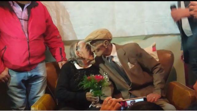 Él tiene 88 y ella 86: se casaron para ponerle broche de oro a su amor
