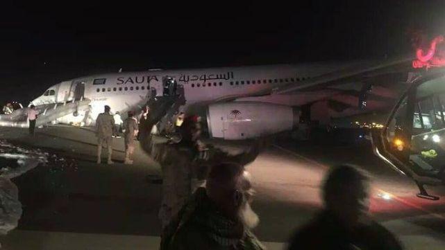 Escalofriante video del aterrizaje de avión sin ruedas: más de 50 heridos