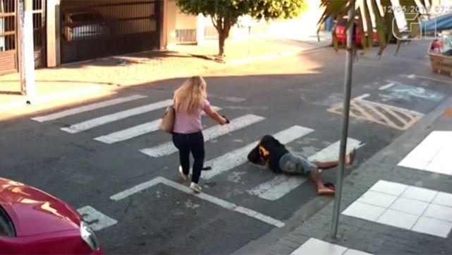 Mujer policía abatió a ladrón que quiso asaltar a mamás en la puerta de la escuela