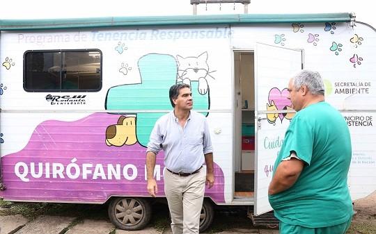 El municipio llegó al Juan Bautista Alberdi con el Quirófano Veterinario Móvil