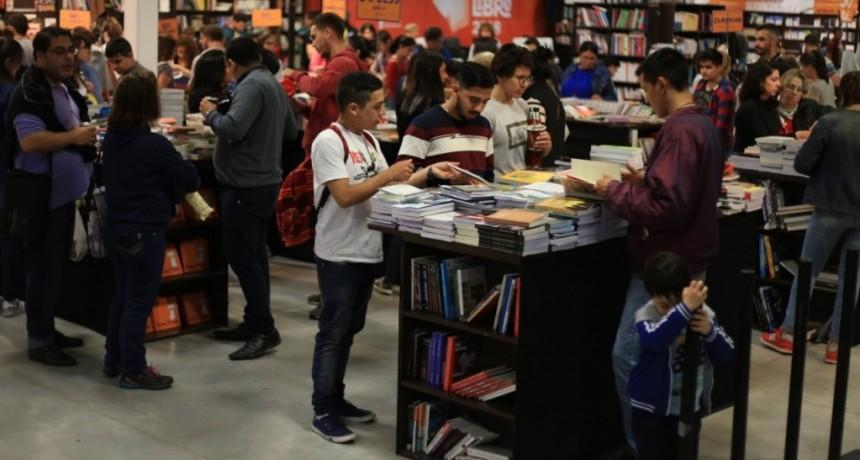"""El municipio de Resistencia abre la Convocatoria para Feria del Libro 2019: """"Leer es tu derecho: Resistencia Capital Cultural"""""""