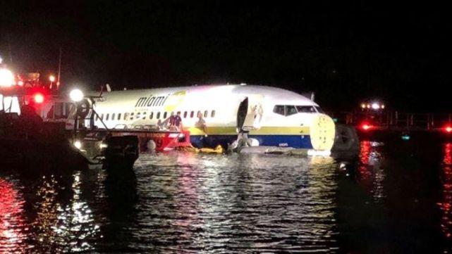 Avión despistó y cayó en río de Florida