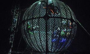 Espectacular choque de motociclistas de circo en el