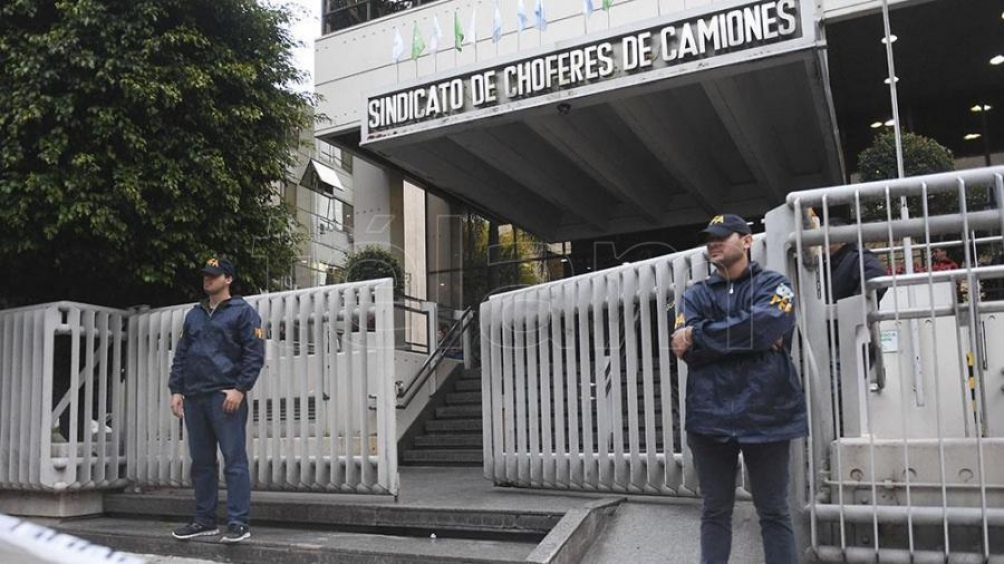 Gendarmería allana Camioneros por la causa de la barrabrava de Independiente