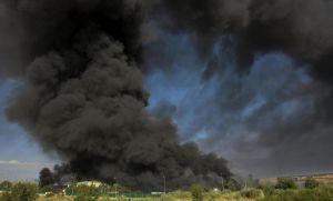 Impactante incendio arrasó con 16 colectivos en un predio de Merlo