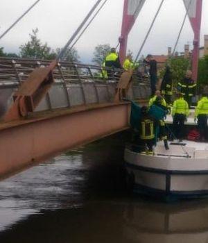 Mujer murió aplastada entre un barco y un camión frente a sus hijos