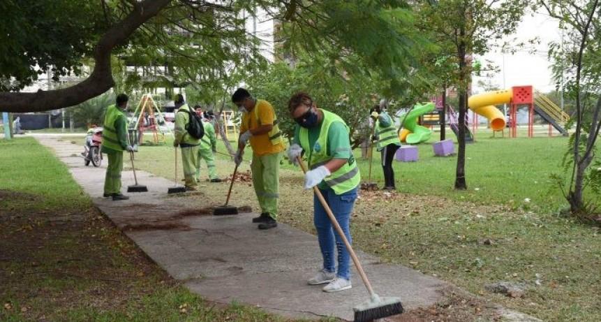 Gustavo Martínez junto a directores de centros comunitarios monitoreó trabajos de limpieza en la Zona Sur de Resistencia