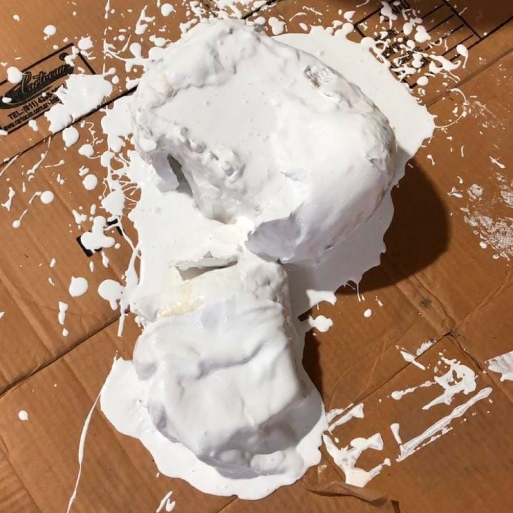 Desbaratan una banda que traficaba cocaína en baldes de pintura y que era elaborada por docente químico