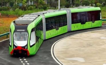Un tren eléctrico chino y sin vías