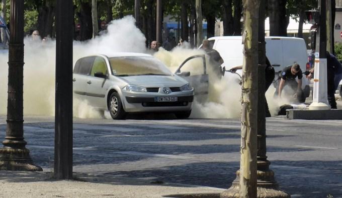 París: secuestran arsenal y detienen a familiares del