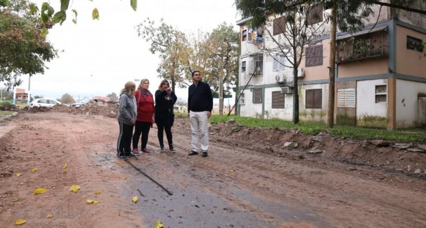 El intendente verificó obras de embellecimiento y de pavimento urbano en el Complejo Malvinas