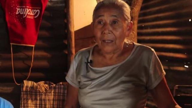 Esperó 50 años para tener luz:
