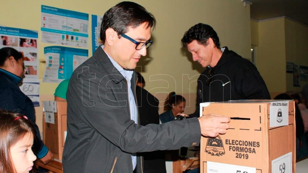 Votaron los candidatos formoseños en una jornada con demoras debido al apagón de energía