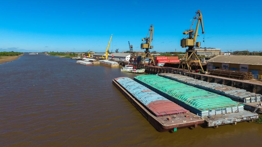 Cumple 98 años el puerto de Barranqueras, un sitio estratégico para el desarrollo y fortalecimiento de la economía regional