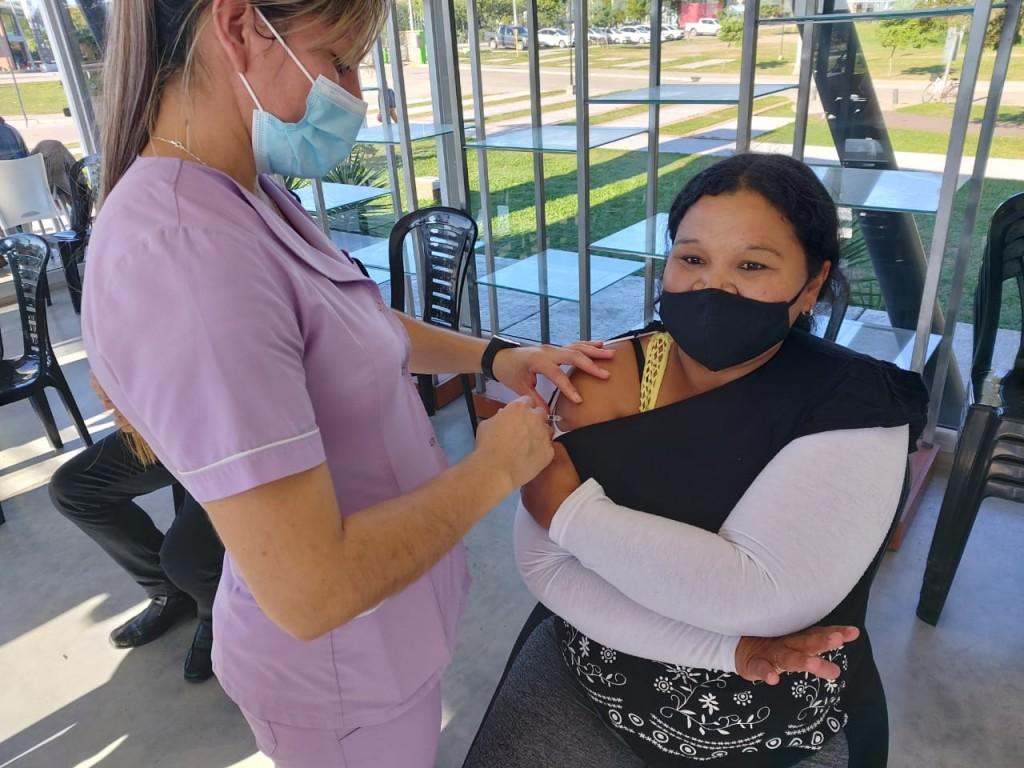 Covid-19: comenzó la vacunación al personal de la APA