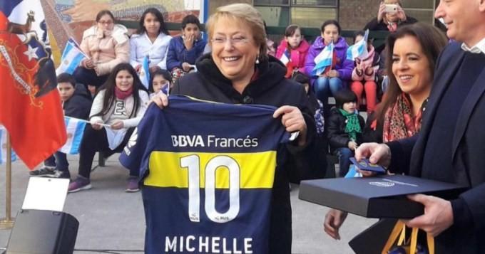 Bachelet recibió el carnet de Socia Honoraria de Boca