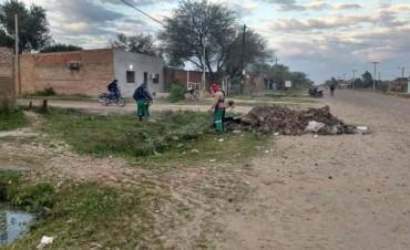 El municipio continúa con operativos de limpieza, barrido y desmalezado en distintos puntos de la ciudad
