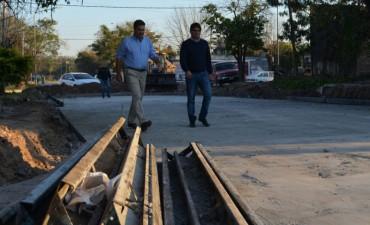Capitanich supervisó la ejecución de las obras de pavimento en Villa Universidad