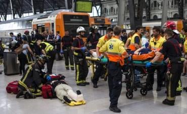Tren no frenó al llegar a una estación de Barcelona: 54 heridos, uno de gravedad
