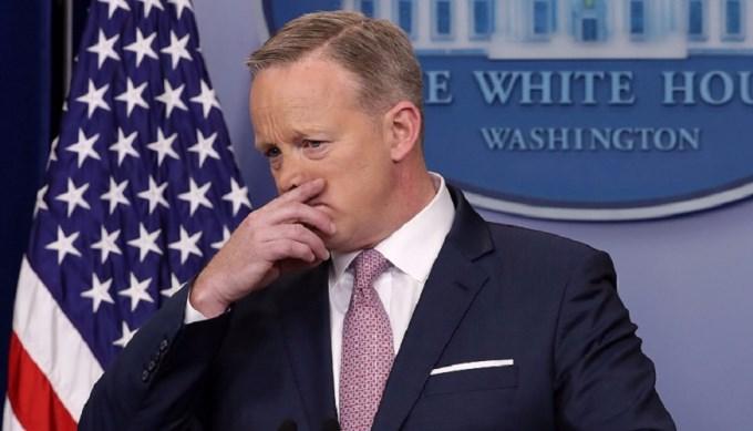 Más líos para Donald: Renunció vocero de la Casa Blanca