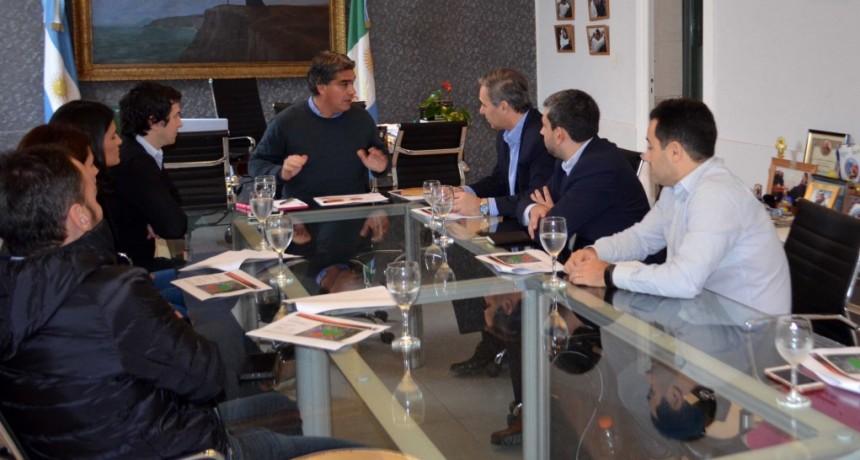 Capitanich se reunió con autoridades de Claro que le presentaron inversiones por 7,5 millones de dólares