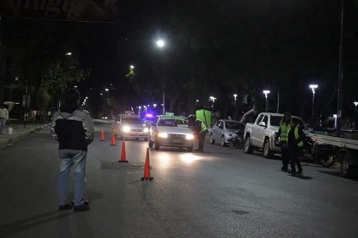 Alcoholemia  Móvil accidentada: Adolescente quiso huir de un control de tránsito y chocó contra un automóvil