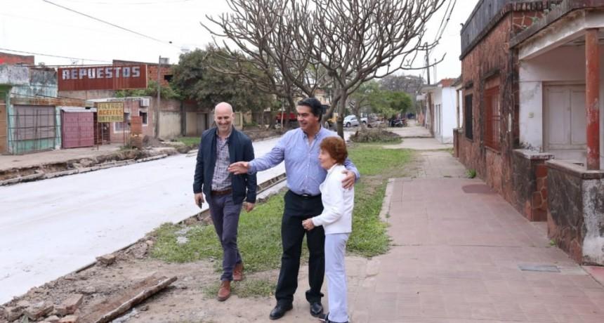 Capitanich supervisó las obras de pavimento urbano que se ejecutan en Villa San Juan