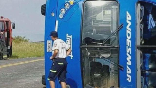 Volcó micro de larga distancia en Chubut: 9 heridos