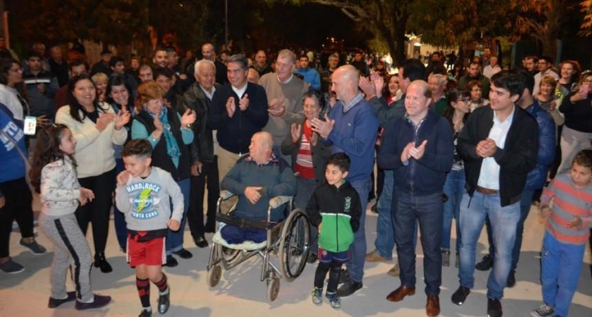 Junto a los vecinos, Capitanich inauguró nueve cuadras de pavimento en Villa Prosperidad y Santo Domingo