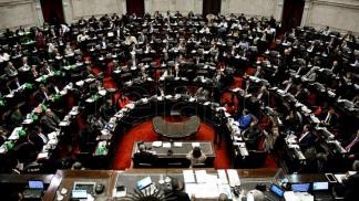 El oficialismo consiguió mayoría para el proyecto de juicio en ausencia