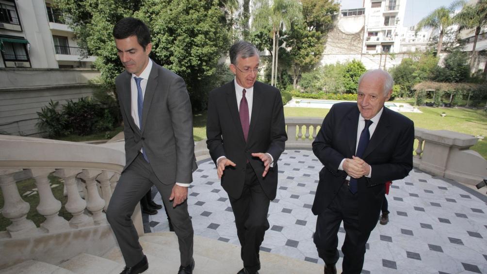 Lavagna y Urtubey presentaron sus propuestas electorales en la embajada de Brasil