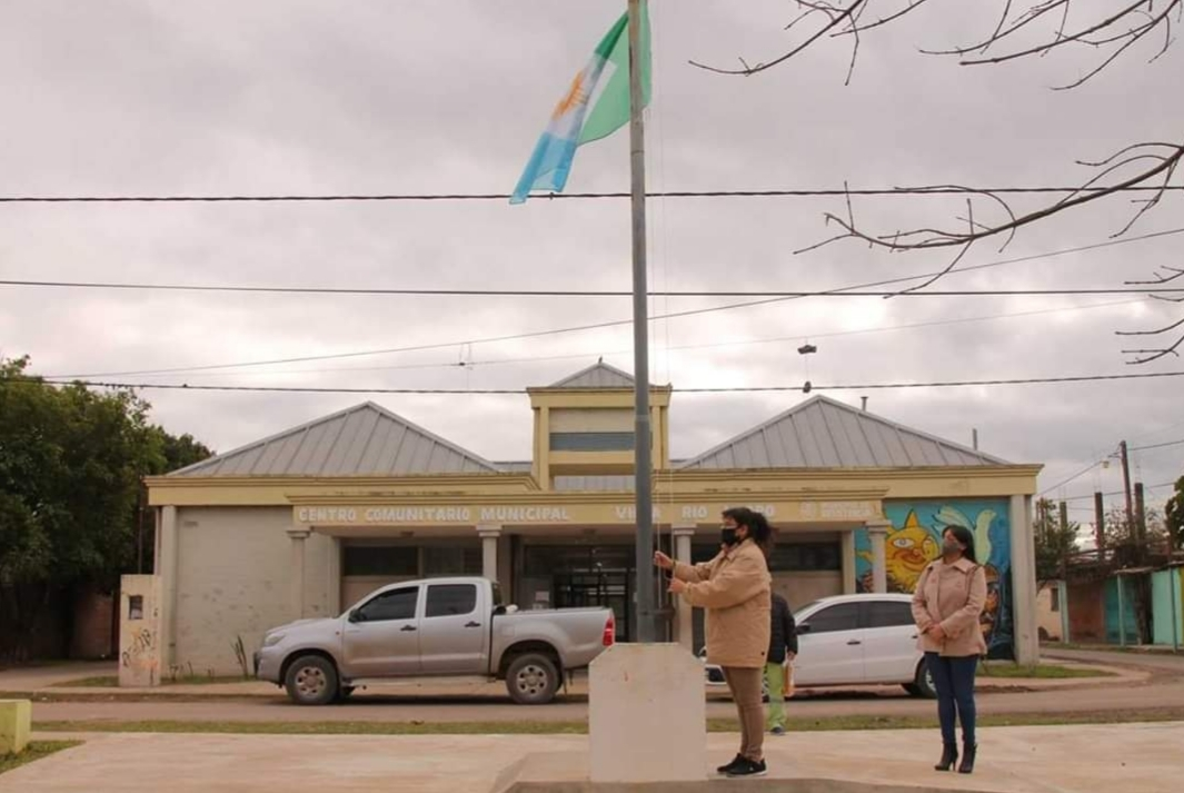 La bandera de Resistencia se izó en el centro comunitario de Villa Río Negro