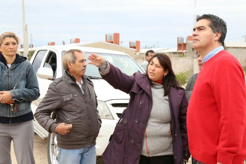 Capitanich recorrió el barrio Néstor Kirchner, supervisó trabajos municipales y acordó agenda de trabajo con vecinos