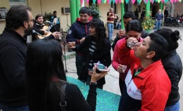"""El municipio ofreció el tradicional convite de caña con ruda con la música de """"Huellas Argentinas"""""""