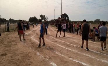 Continúan los regionales de atletismo de los juegos escolares evita