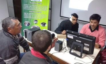 El municipio asesoró a personas con discapacidad sobre implementación de la tarjeta SUBE
