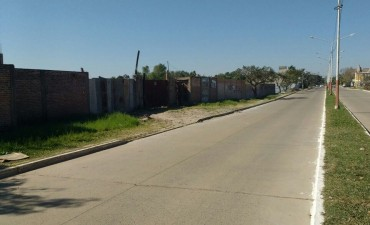 El municipio intimó a regularizar la situación del muro construido sobre la vera de la Laguna Francia